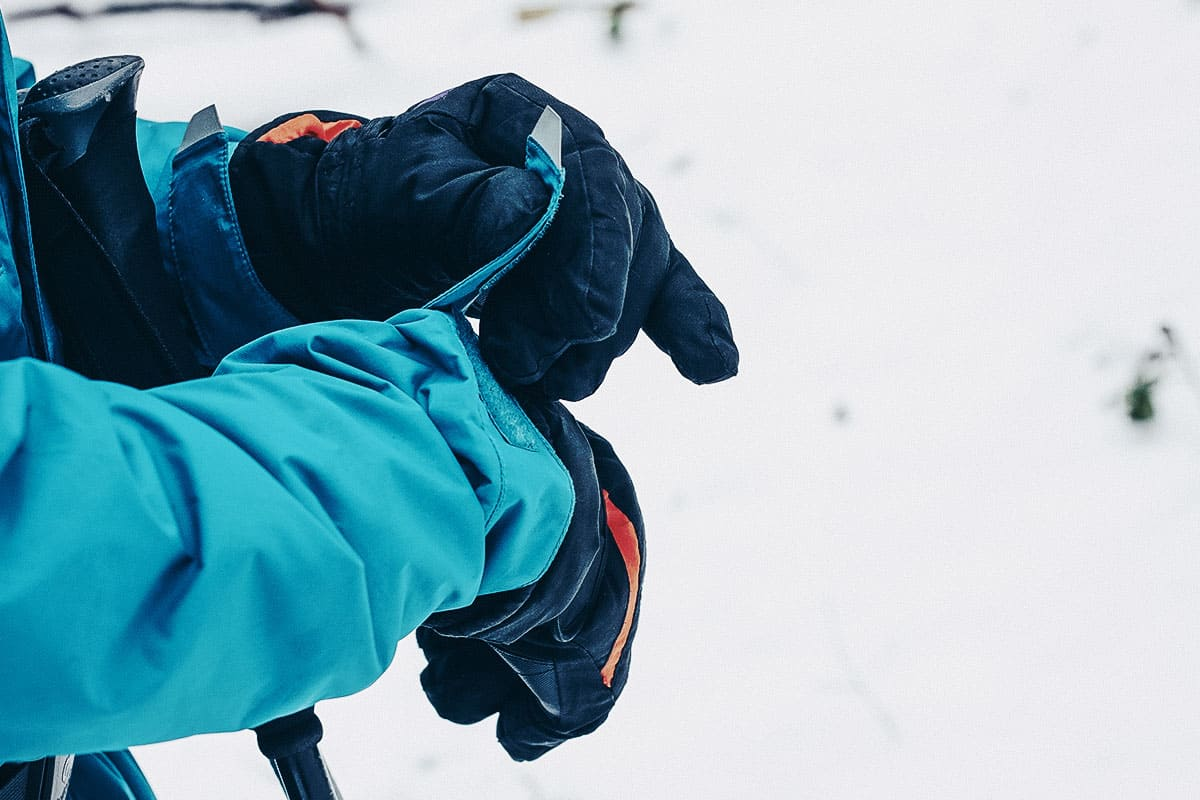 Best Hiking Gloves of 2021 (Guide & Reviews)
