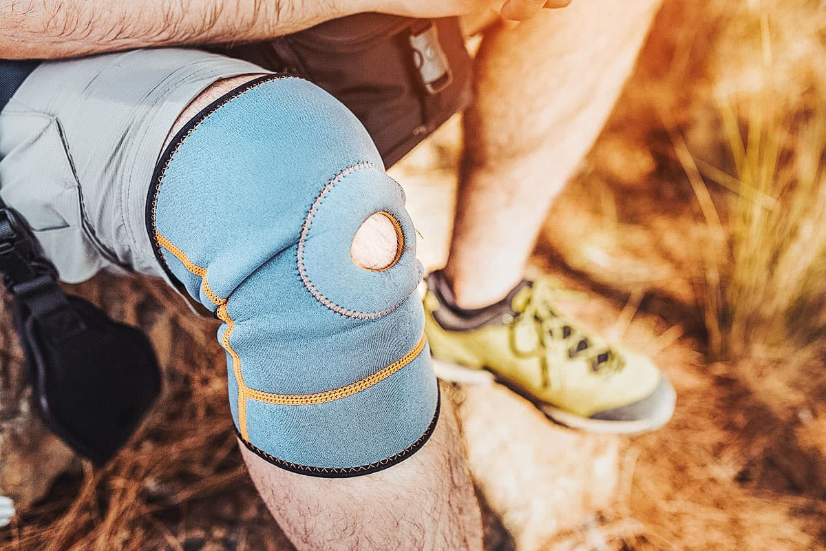 Best Knee Brace for Hiking of 2021 (Guide & Reviews)