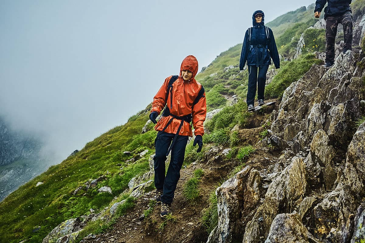 Best Rain Pants for Hiking of 2021 (Guide & Reviews)