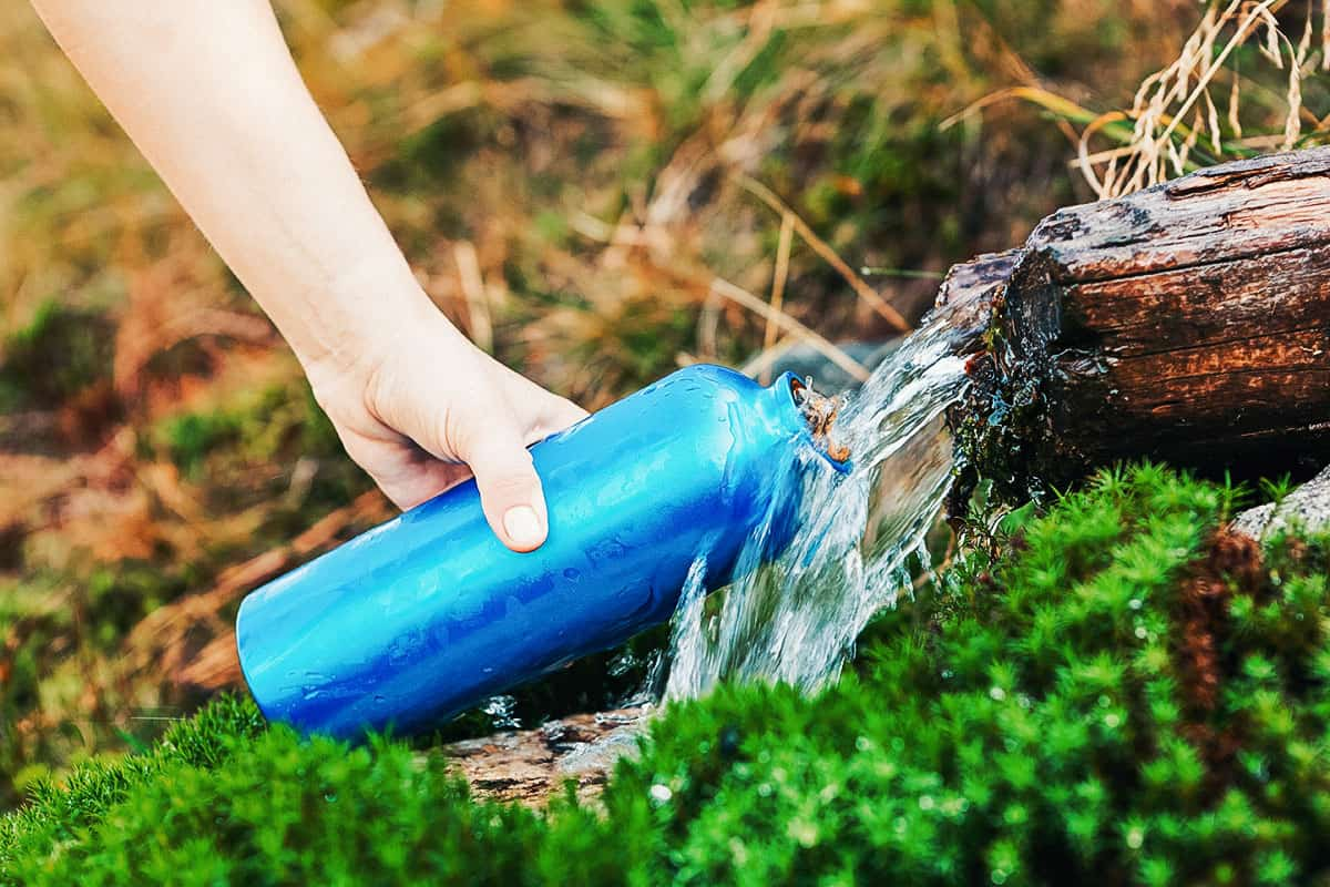 Best Water Bottle for Hiking of 2021 (Guide & Reviews)