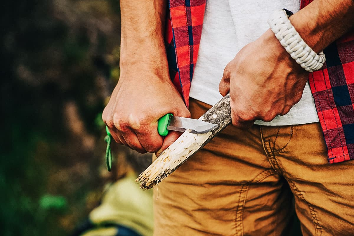 Best Backpacking Knife of 2021 (Guide & Reviews)